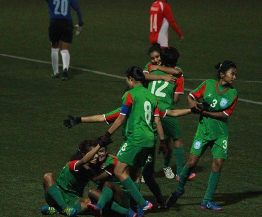 অনূর্ধ্ব-১৮ মহিলা ফুটবল চ্যাম্পিয়নশিপের মুকুট ছিনিয়ে নিলো বাংলাদেশের মেয়েরা